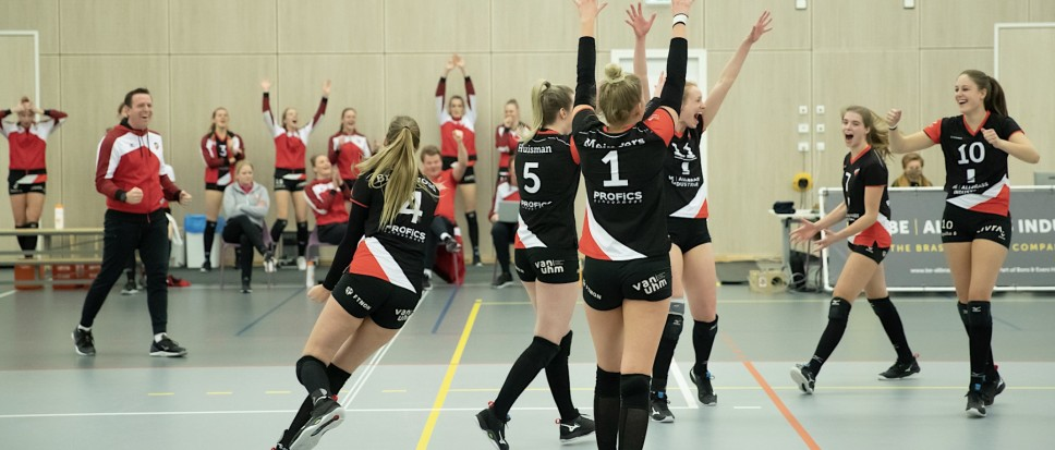 Dames Apollo 8 winnen van Sneek