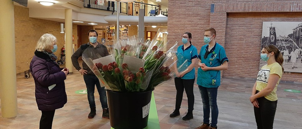 Hartverwarmende tulpen voor Het Dijkhuis
