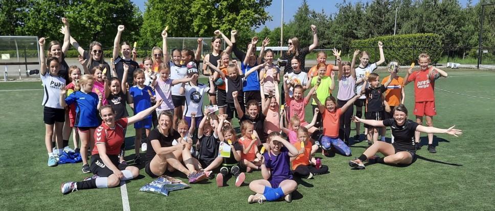 Ruim 40 kinderen volgen handbalclinic
