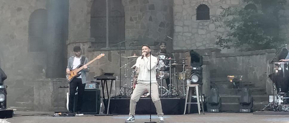Rolf Sanchez opent concertreeks Hertme