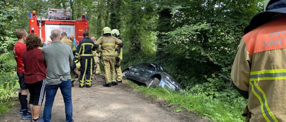 Auto van de weg geraakt aan Oude Bieffel