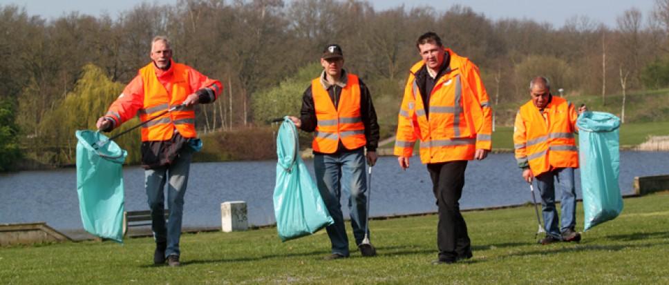 Vrijwilligers maken Borne zaterdag schoner
