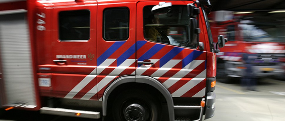 Auto in brand op afrit A35