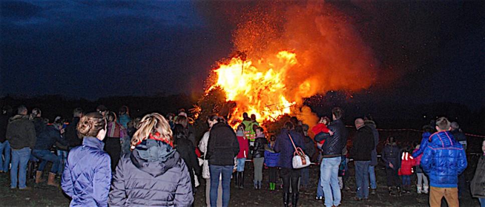 Kerstbomen branden weer in Stroom-Esch