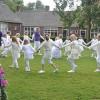 De Pinksterbruidjes dansen in Borne