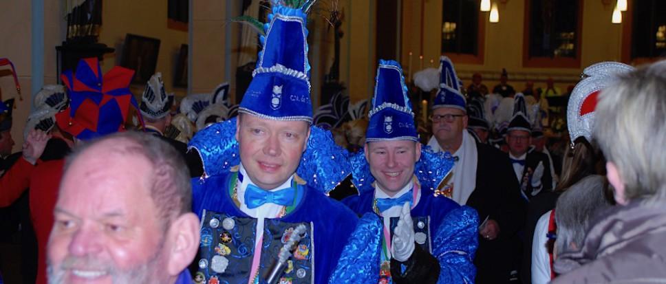 'Kerk uit en de carnaval in'