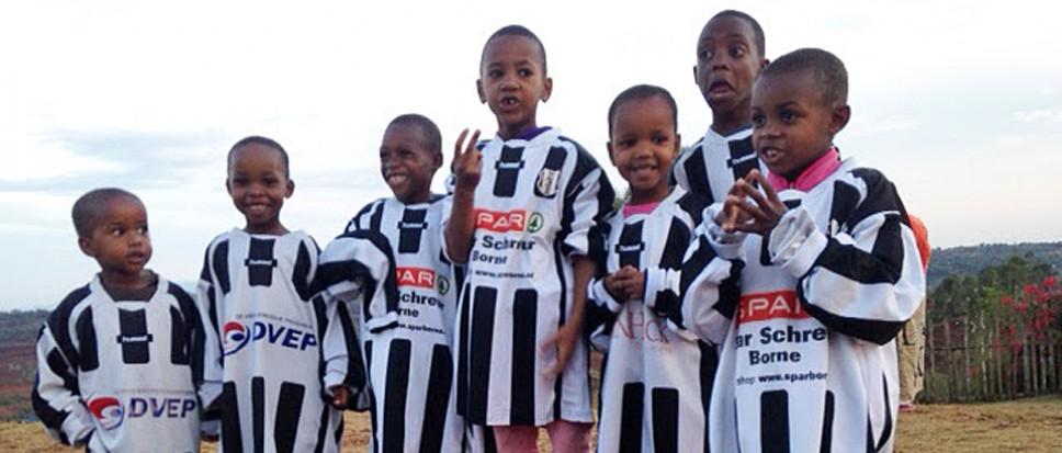 Sponsorkleding NEO naar Tanzania