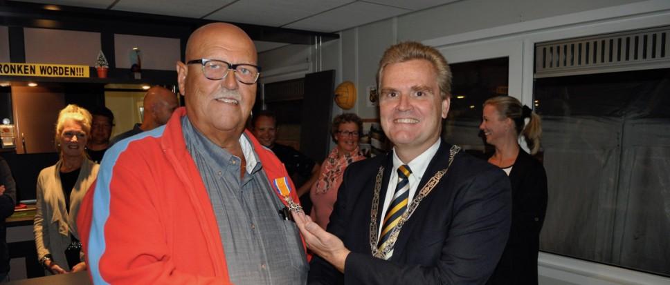 Henk van den Berg geridderd