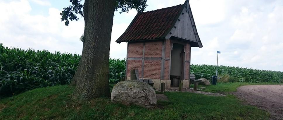 Kluis Mariakapel Zenderen open gebroken