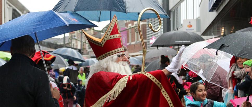 Natte ontvangst voor Sinterklaas