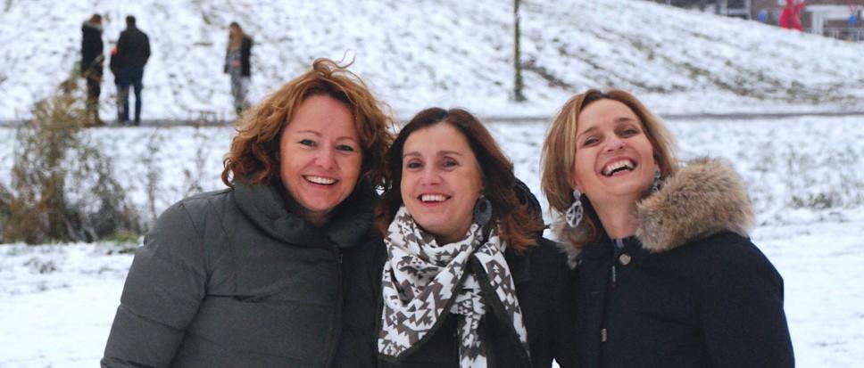 Martine, Cyrille en Marga popelen…