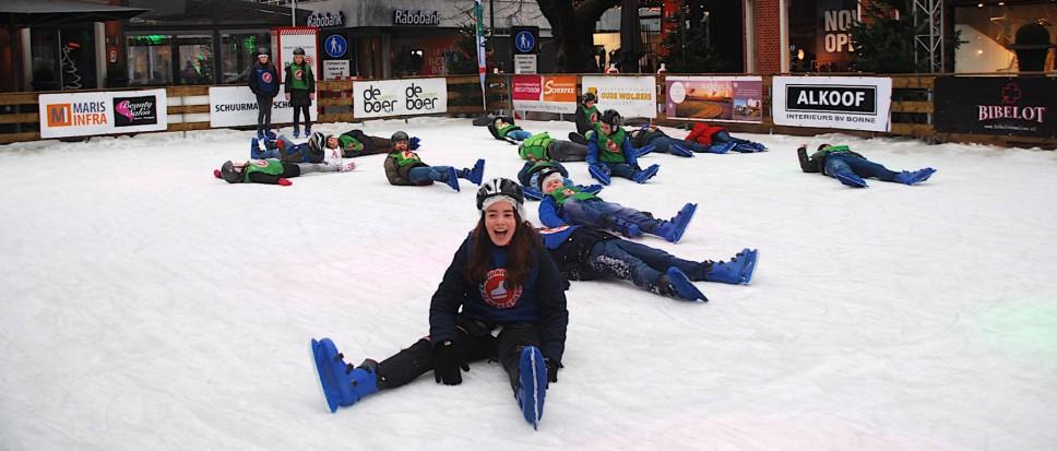 Leren schaatsen met vallen en opstaan