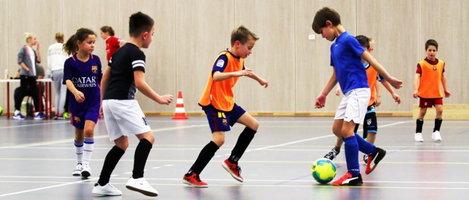 Voetbaljeugd vermaakt zich in De Veste