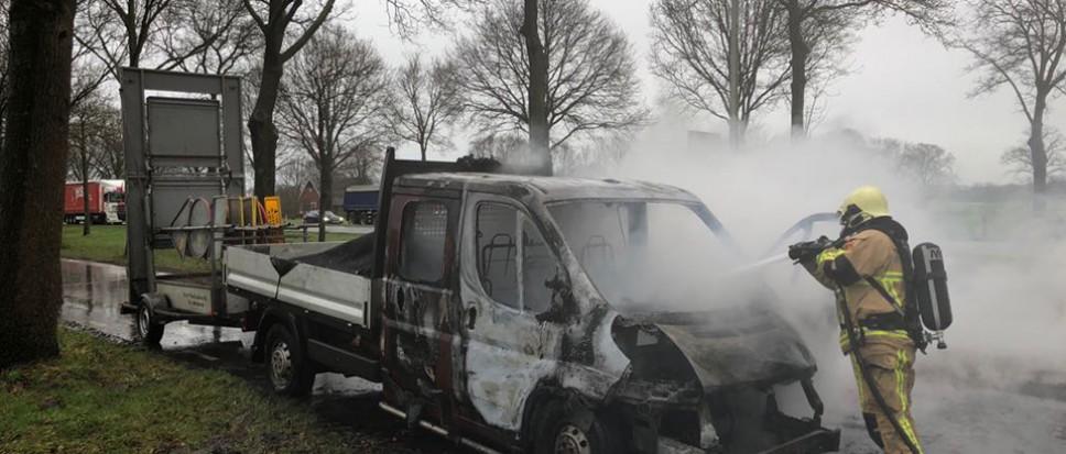 Voertuig in brand op N743