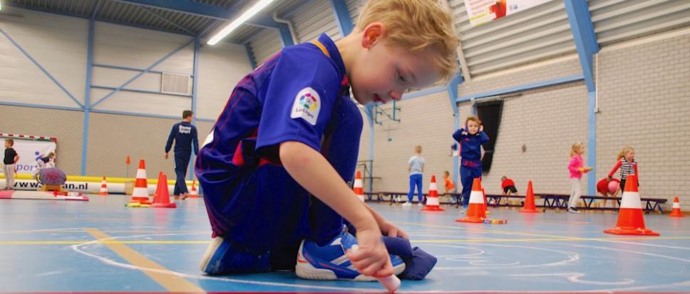 Schooljeugd geniet van sportieve instuif