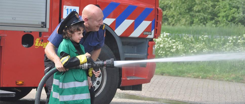 Bornse brandweer vervult wens Eleen