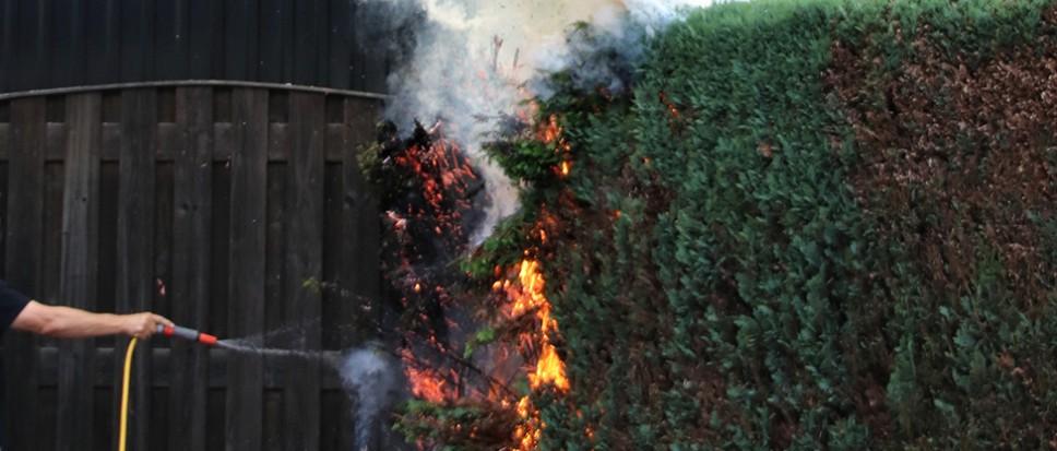 Brand in heg aan Oonksweg