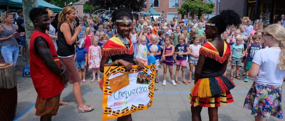 Prisma doneert voor Oegandese kinderen