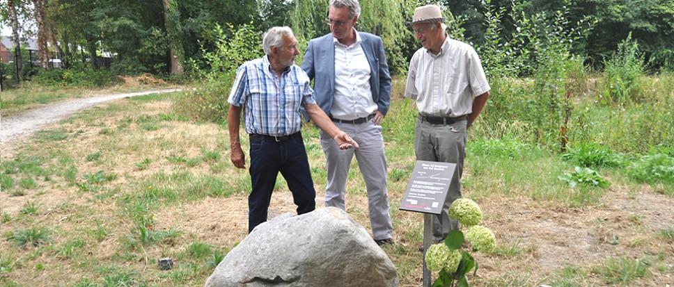 Steen markeert vroegere grens met Hengelo