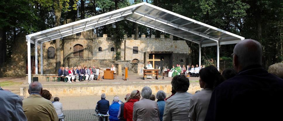 Intieme parochieviering Hertme