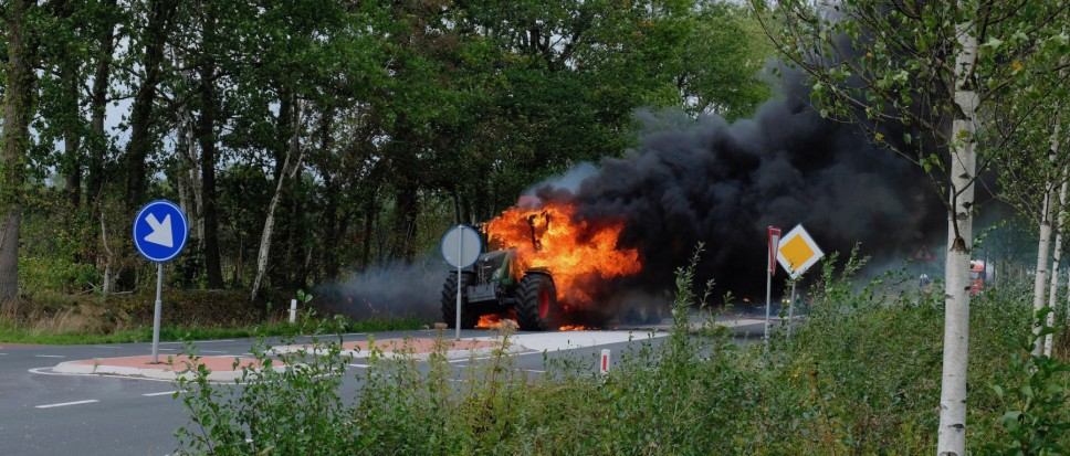Brand verwoest landbouwvoertuig