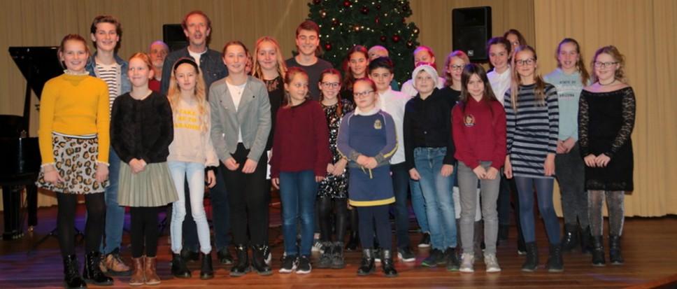 Muziekschoolleerlingen musiceren in kerstconcert