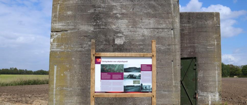 Informatiebord bij de bunker