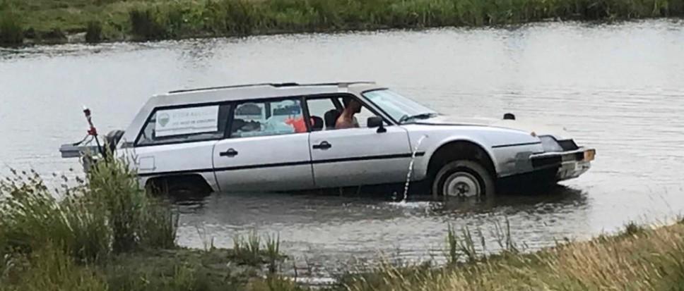 Auto te water of boot op het droge?