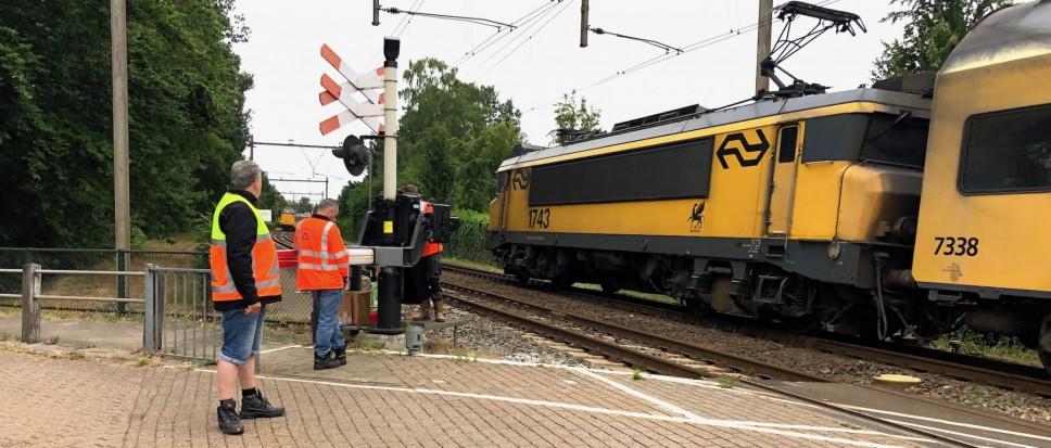 Haperende spoorboom Bornerbroeksestraat