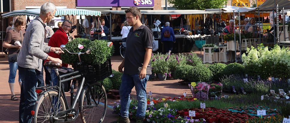 Jonge ondernemer op de markt