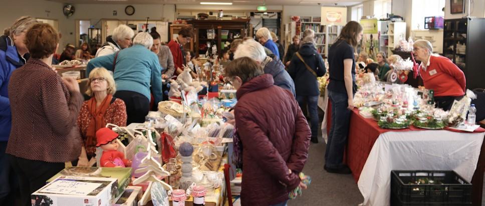 Drukke Adventsmarkt bij Kringloop