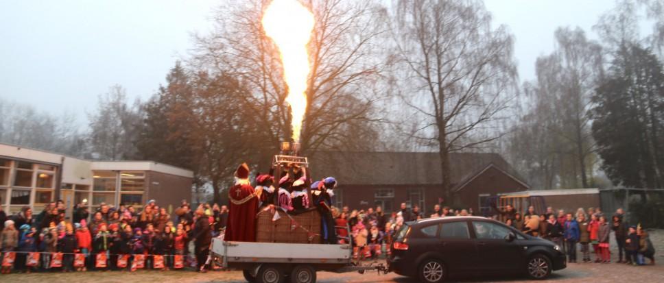 Vlammende ontvangst voor Sint
