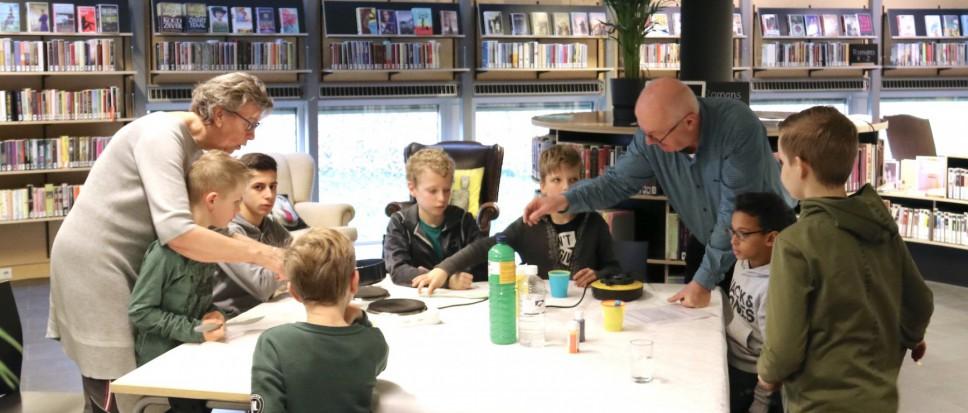 Kinderen maken bioplastic