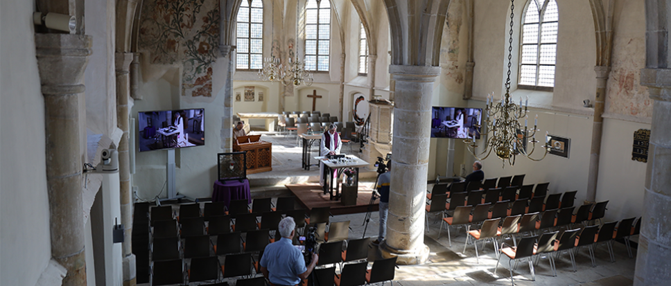 Eerste viering in lege Oude Kerk