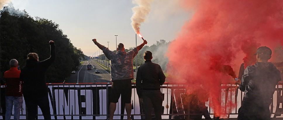 Bornse supporters zwaaien FC Twente uit
