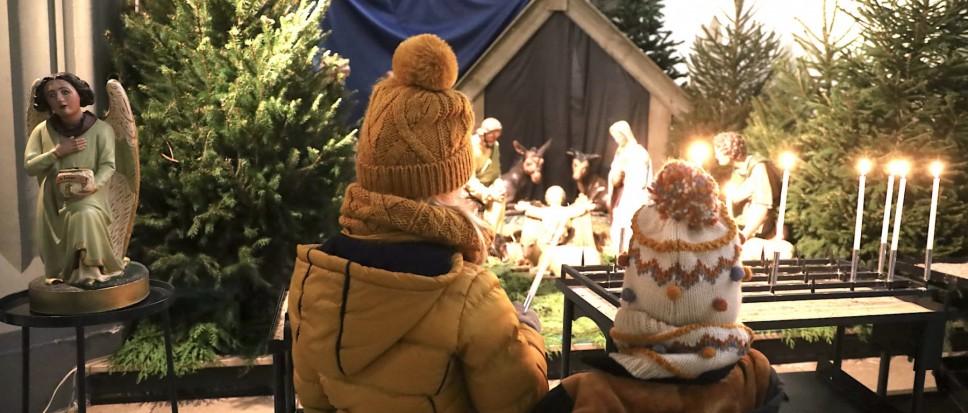 Ook de 'uitgeklede' kerststal blijft trekken